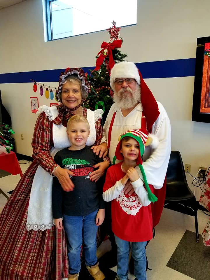 Meet Mr & Mrs Santa Claus in Fox Lake