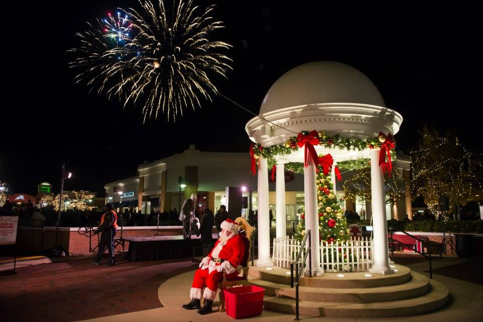 Santa's Arrival & Fireworks Extravaganza at Deer Park Town Center