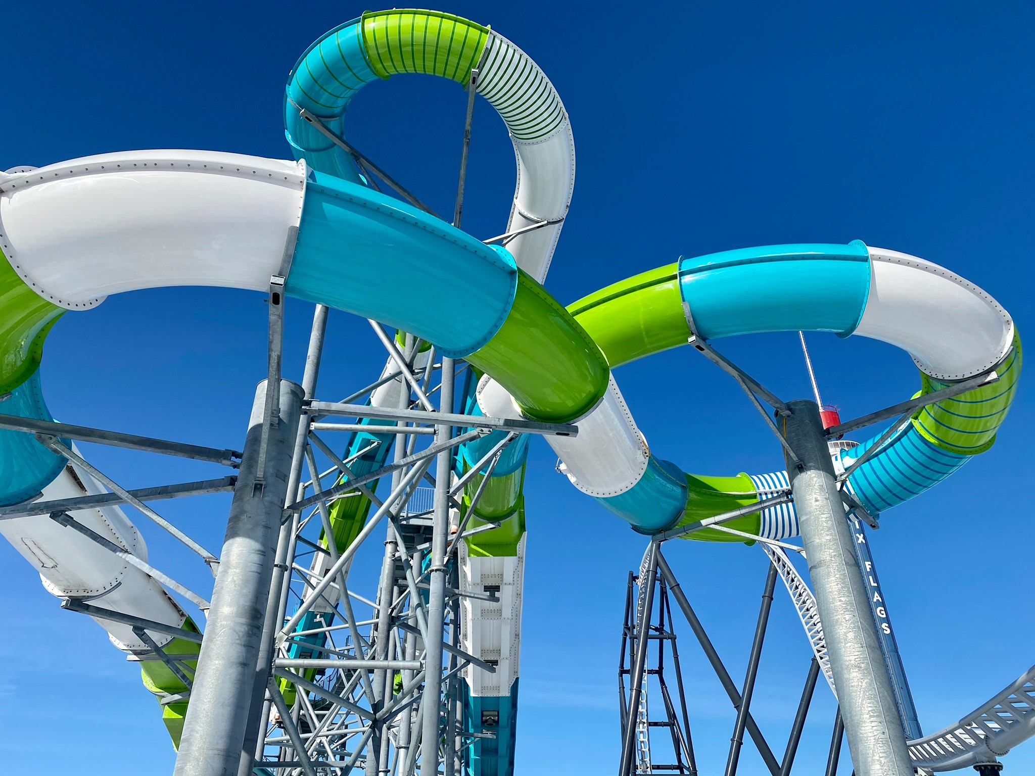 Hurricane Harbor Chicago Opens