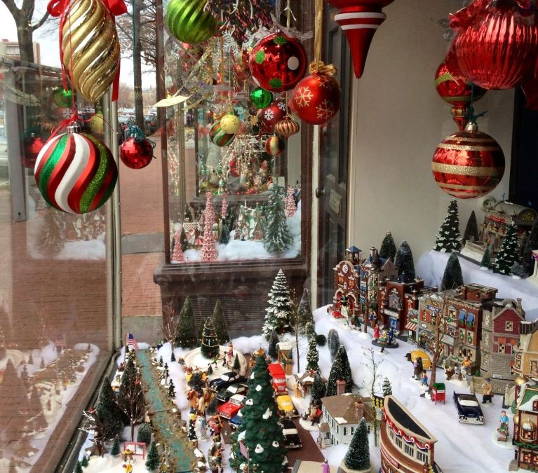 Business Window Wonderland Competition in Highwood