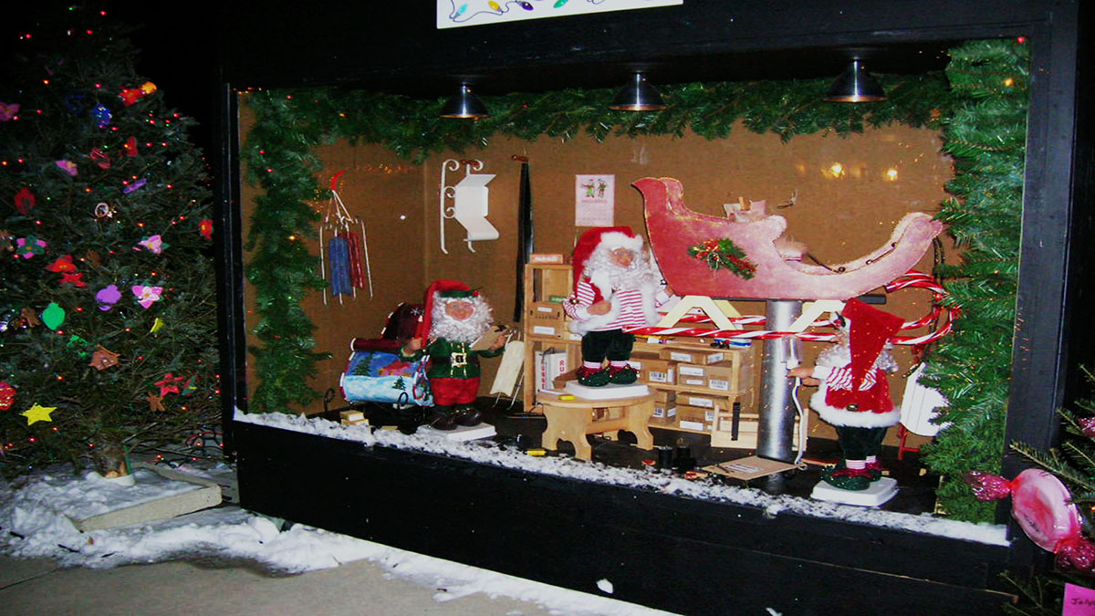 Kringle's Christmas Village in Antioch